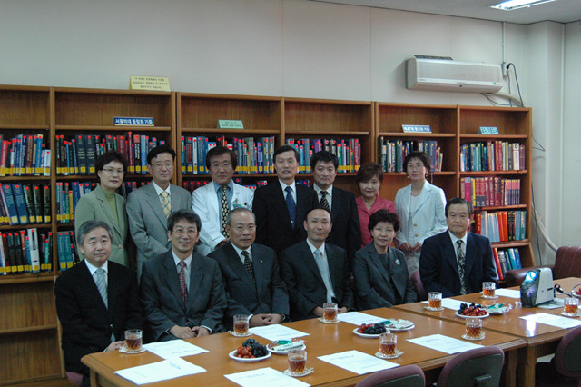 20051006도서관동창회기증.jpg